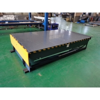 China 1.1KW 8T Electric Dock Leveler For Warehousing Site for sale