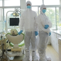 PP PE SMS Non Sterile 35g Hooded Disposable Coveralls